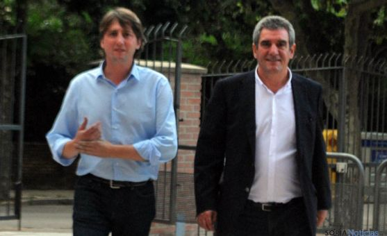 Julio Villarrubia, (dcha.) con Carlos Martínez Mínguez este lunes. / SN