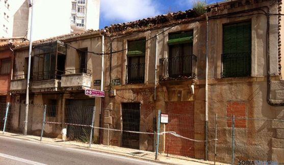 Estado de algunos edificios en la calle Hospicio.