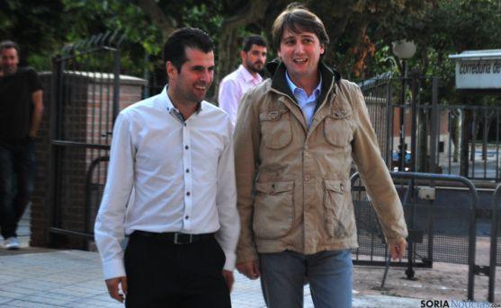 Luis Tudanca, (izda.) con Carlos Martínez este viernes. / SN