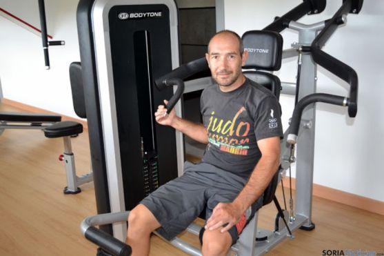 Jesús Corchón, en una máquina del gimnasio