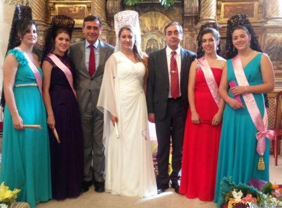 Presidente de la Diputación y alcalde, con la reina y damas