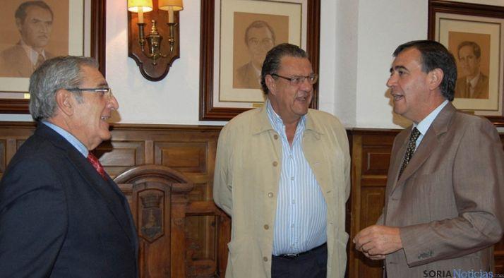 Ligero, (izda.), Carazo y Pardo este jueves en el Palacio Provincial. / Dip