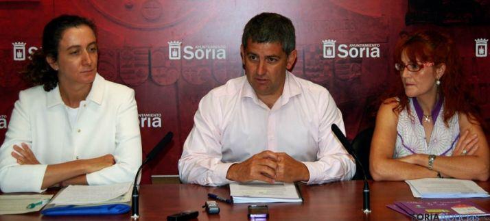 Fernández-Monasterio, Antón y Calvo, este martes en rueda de prensa. / Ayto