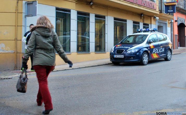 Un coche patrulla frente a la comisaría. / SN