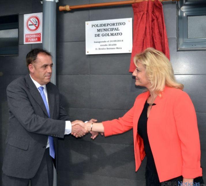 Benito y Pérez se saludan tras descubrir la placa