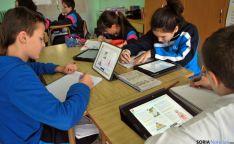 Alumnos de Escolapias con su iPad. / SN