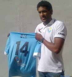 Ariel Gil, con su nueva camiseta. / RDSJ