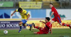 Uno de los lances del partido en el estadio de Gran Canaria. / Carlos Díaz Recio