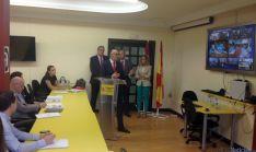 El delegado del Gobierno en la región, Ramiro Repasa los datos del programa.