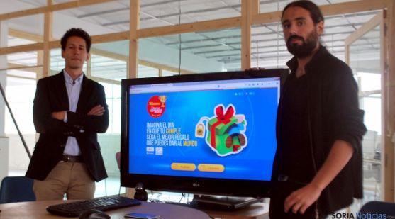 Juan Méndez, (izda.) y Daniel Hernández, en la presentación del proyecto. / SN