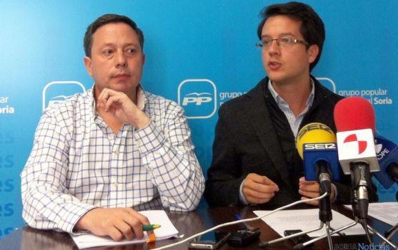 Adolfo Sainz (izda.) y Tomás Cabezón este lunes en rueda de prensa.