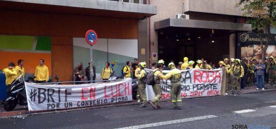 Miembros de las BRIF de toda España frente a TRAGSA en Madrid.