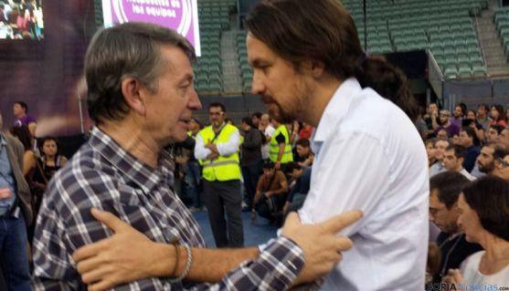 Carmelo Romero junto a Pablo Iglesias