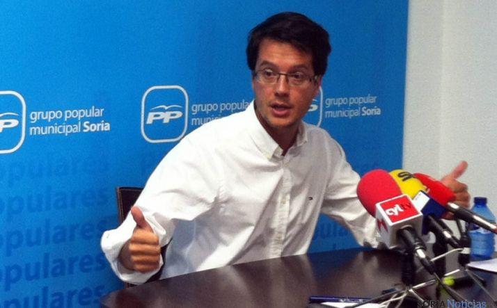 El concejal del PP, Tomás Cabezón en rueda de prensa.