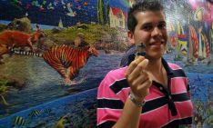 Eduardo, con su puzle de 24.000 piezas. / SN