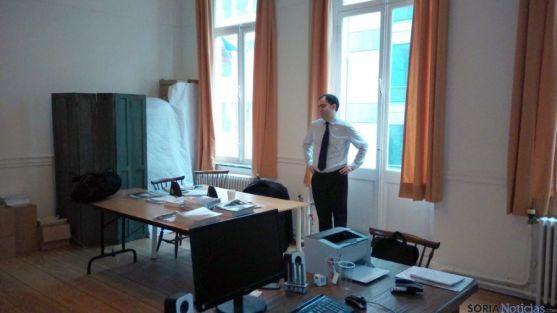 Luis Molina, en la oficina de El Hueco en Bruselas. / El Hueco