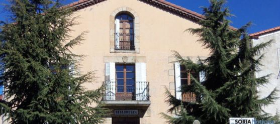 Exterior de la biblioteca de Covaleda. / V. Herrero