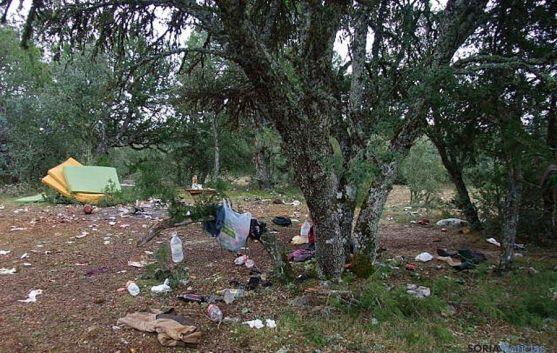 Restos de un campamento ilegal de recolectores en Nódalo. / Jta