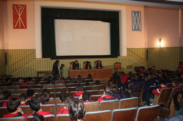 Los jóvenes en el Cine Roma