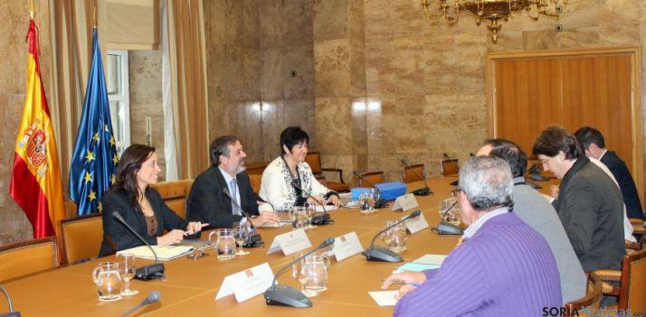 Responsables del MAGRAMA y de los ayuntamientos sorianos este martes en Madrid.