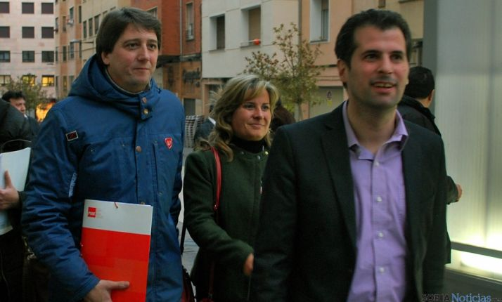 Luis Tudanca, (dcha.), Esther Pérez y Carlos Martínez. / SN