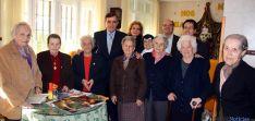 Residentes en el Hogar Santa Cristina con los dirigentes provinciales.