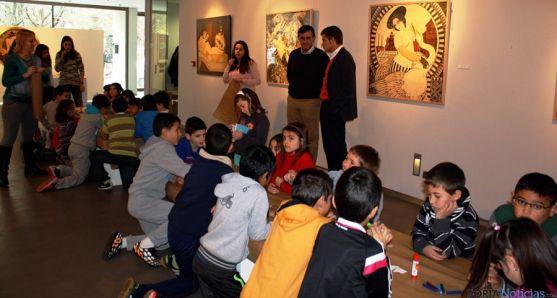 Niños en uno de los talleres celebrados en la galería capitalina. / Dip.