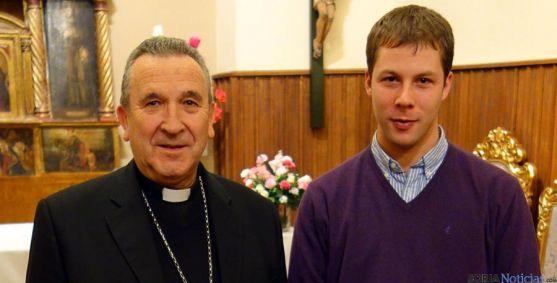 El obispo, Gerardo Melgar, con Pedro L. Andaluz, el futuro diácono. / DOS