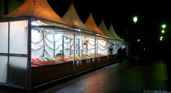 El mercado navideño en la plaza de San Esteban. / SN