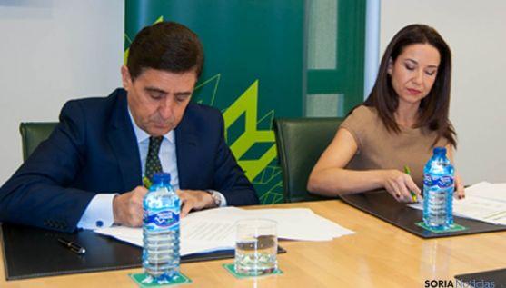Carlos Martínez Izquierdo y Raquel Martínez.
