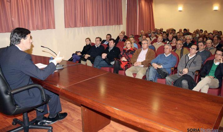 El presidente de la Diputación se dirige a los alcaldes este miércoles. / Dip.
