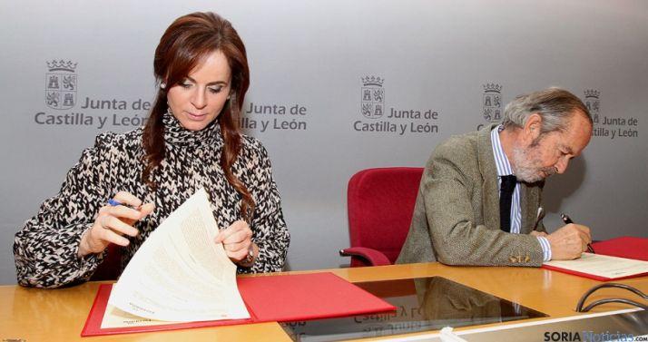 Silvia Clemente y Francisco de la Riva. / Jta.