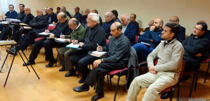 Sacerdotes diocesanos en las jornadas. / DOS