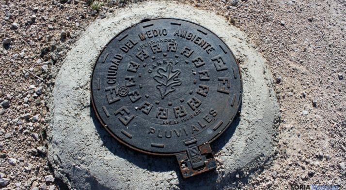 Tapa de saneamiento en el actual PEMA. / SN