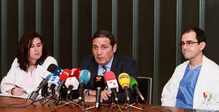Tamames, (izda.), Sáez y Bachiller en rueda de prensa. / Jta.