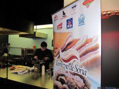 Distintas imágenes del la exhibición gastronómica del torrezno.