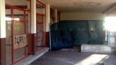 Imagen exterior del antiguo restaurante en el centro de la Dehesa.