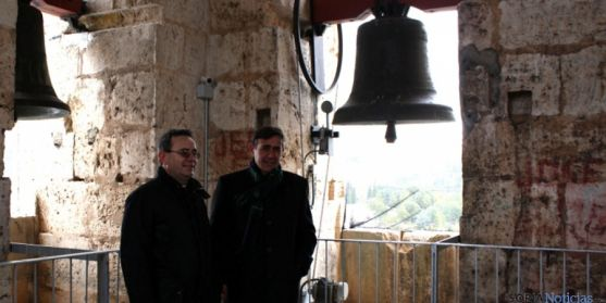 Antienza (izda.) y Pardo, este miércoles en el campanario de la catedral.