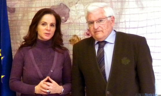 El doctor Ruiz Liso con la consejera Silvia Clemente este martes. / Jta.