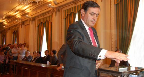 Antonio Pardo, en la votación que le aupaba a presidente de la Diputación en septiembre de 2010.