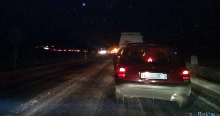Tráfico retenido en la N-122, cerca de Aldealpozo, a las 11.30 horas. / SN