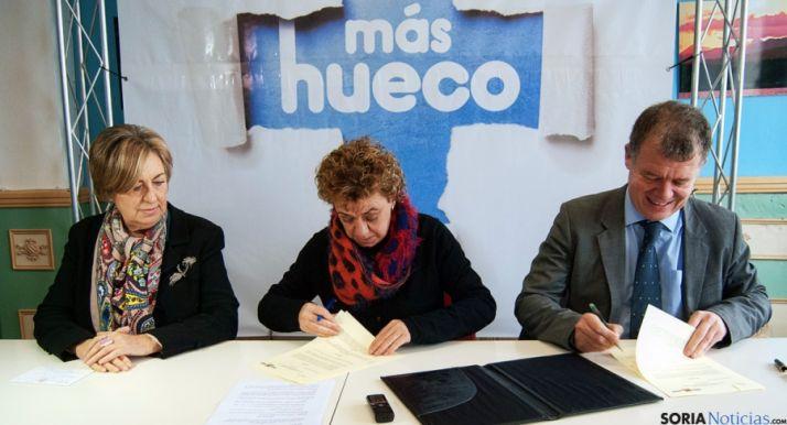 Molina (izda.) De Vicente y Arias en la firma.
