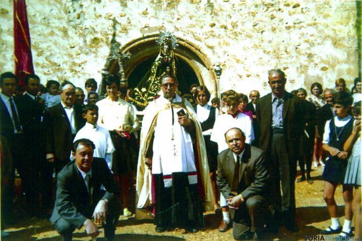 Imagen del sacerdote en El Cubo en 1970