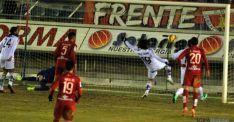 El público pidió gol en esta jugada que pudo cambiar el partido. / SN