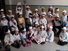 Los pequeños del San José celebran la paz.