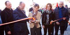 La ministra (ctro.) junto a la consejera de Agricultura este miércoles en Valladolid. / Jta.