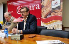 El presidente de la marca de garantía, Samuel Moreno (dcha.), con el vicepresidente de la Cámara este lunes. / SN
