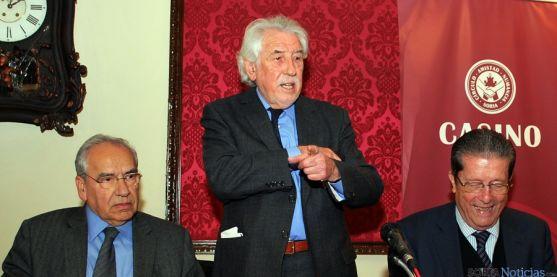 Manuel Núñez, en el centro, junto a Guerra y Mayor (dcha.). / SN