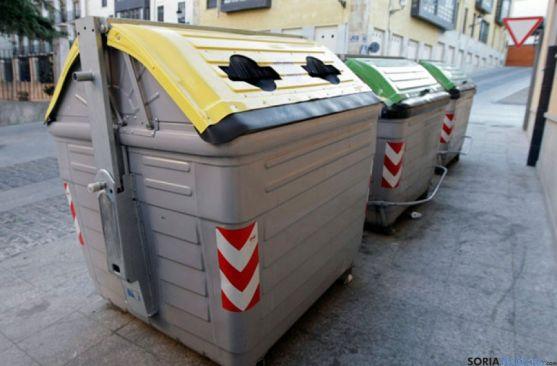 Contenedores en una calle de Soria
