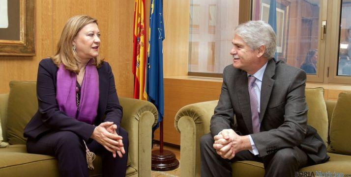 La consejera Pilar del Olmo y el embajador español en la UE Alfonso Mª Dastis.